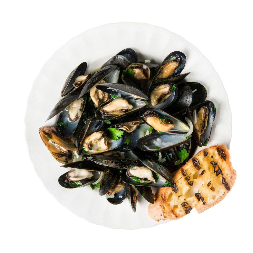 Gluten-Free Mussels in White Wine Sauce with Grilled Garlic Bread
